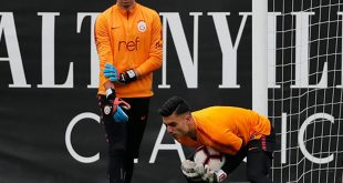 گلر تیم ملی امید در تمرینات باشگاه گالاتسرای ترکیه
