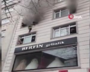 تلاش مادر برای نجات فرزندانش از آتش در استانبول