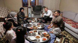 رئیسجمهور ترکیه در افطاری یک شهروند
