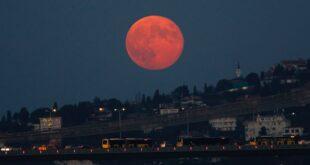 سوپر ماه در آسمان استانبول